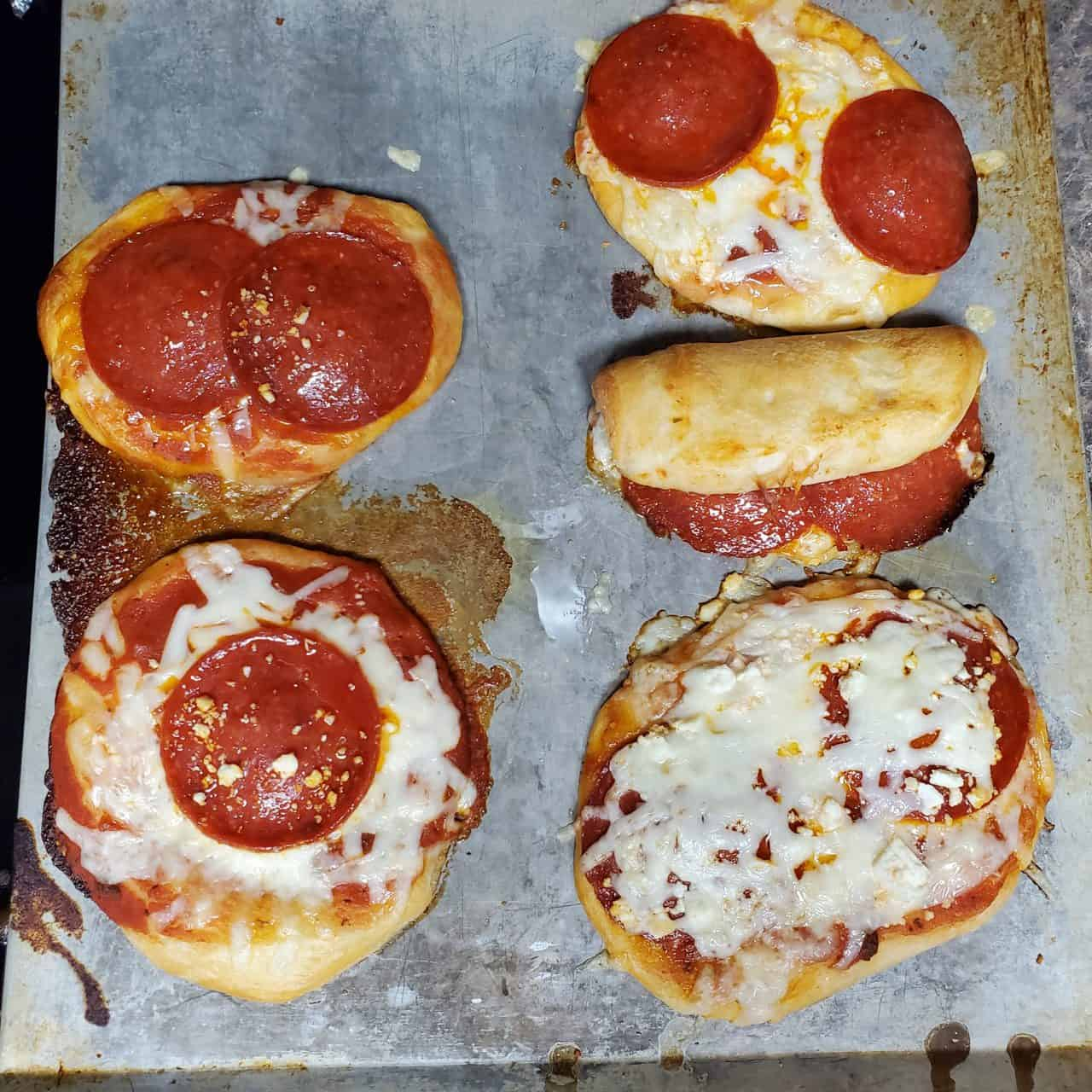 8 Easy to Make Personalized Pizzas